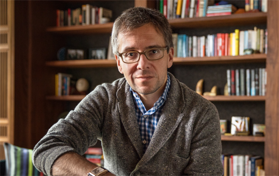 First Republic Client, Ian Bremmer sitting in front of bookshelves